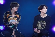 taekook laughing off and being goofy around each other will always be my favorite photo sequence☹️✨ 061519 Muster in Busan: Magic Shop © Soulmate_KookV Seokjin, Namjoon, Bts Taehyung, K Pop, Jung Hoseok, Hip Hop, Shop Fans, Magic Shop, Bulletproof Boy Scouts
