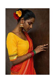 Indian Photoshoot, Saree Photoshoot, Indian Wedding Bride, Indian Aesthetic, Saree Poses, Village Girl, Tribal Women, Tribal Fashion, Photography Women