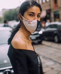 Expert Tips on How to Sport a Face Mask and Sunscreen Dark Mask, Best Acne Products, Best Sunscreens, Sun Care, Beauty Junkie, Tinted Moisturizer, Beauty Shop, Clear Skin, Beauty Hacks