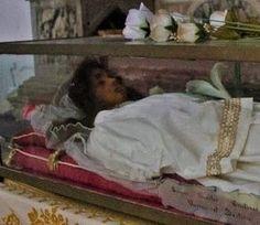 Η Αγία μεγαλομάρτυς Χριστίνα, καταγόταν από την Τύρο της Συρίας και ήταν κόρη του στρατηγού Ουρβανού (περί το 200). Φυλάσσεται στον Ρωμαιοκαθολικό Ναό του Αγίου Φραγκίσκου της Αμπέλου στην Βενετία.