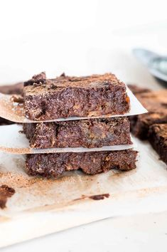 These Chocolate Banana Brownies are sweet, rich, and fudgy. Made with just 7 basic ingredients, this is a simple healthy brownie recipe that is so easy it only needs a fork, spoon, a couple of bowls and a baking tin. Chocolate Banana Brownies, Healthy Brownies, Sugar Free Desserts, Baking Tins, Brownie Recipes, Clean Eating Recipes, Fork, Spoon, Bowls
