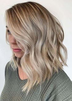 Long Wavy Bob ❤ How To Pull Off An Inverted Bob To Look Chic ❤ – hair cut ideas Warm To Cool Blonde, Bright Blonde, Langer Bob Blond, Wavy Bob Long, Long Inverted Bob, Blonde Lob, Inverted Bob Hairstyles, Fall Bob Hairstyles, Bob Hairstyles