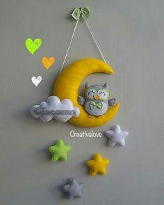 Fiocco nascita con luna, stelle e gufetto. Creazione in pannolenci/feltro realizzata completamente a mano.