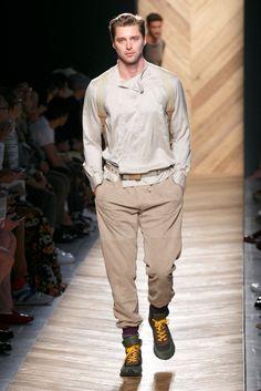 A look from the Bottega Veneta Spring 2016 Menswear collection.