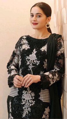 Punjabi Salwar Suits, Patiala Salwar, Pakistani Dresses, Designer Salwar Suits, Designer Dresses, Wedding Dresses For Girls, Girls Dresses, Henna Designs For Men, Aiman Khan