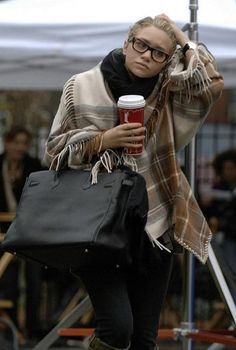 2 things: 1. can't the paparazzi leave the poor girl alone? 2. she looks dang warm and comfy