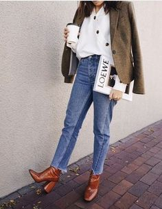 Best Minimalist Fashion Part 10 Fall Winter Outfits, Autumn Winter Fashion, Brown Boots Outfit Winter, Winter Shoes, Cognac Boots Outfit, Autumn Look, Camel Boots, Ankle Boots, Red Boots