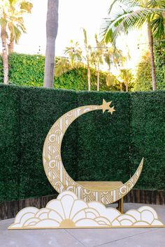 A glam and California infused wedding ceremony at Viceroy Santa Monica with gold moon backdrop