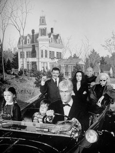 The Addams Family vs The Munsters: Where Would You Live? The Addams Family 1964, Addams Family Tv Show, Los Addams, Tv Retro, 60s Tv, Charles Addams, Tv Movie, The Munsters, Munsters House