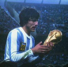 Daniel Passarella, Argentina 1978 FIFA World Cup Champion Retro Football, World Football, Soccer World, Football Soccer, Football Shirts, Fifa, Argentina Football Team, Argentina World Cup, Diego Armando
