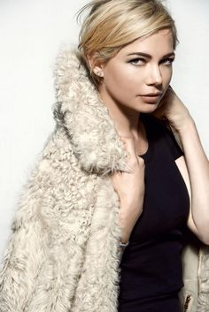 Michelle Williams in Louis Vuitton for Harper's Bazaar Russia August 2014 by Peter Lindbergh Pixie Hairstyles, Pretty Hairstyles, Short Hair Cuts, Short Hair Styles, Pelo Pixie, Long Pixie, Pixie Cut, Great Hair, Hair Today
