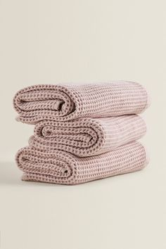 WAFFLE KNIT COTTON TOWELS - Towels-BATHROOM-HOME | ZARA United Kingdom Zara Home Bathroom, Bathroom Towels, Cotton Towels, Hand Towels, Zara Home Stores, Face Towel, Washroom, At Home Store, Waffle Knit