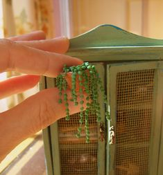 tutorial step by step - Kristine Gallagher - Dekoration Dollhouse Tutorials, Diy Dollhouse, Modern Dollhouse, Dollhouse Miniatures, Miniature Plants, Miniature Houses, Miniature Dolls, Diorama, Mini Plants