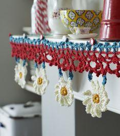 Crochet Edging Find Nicki Trench's crochet shelf edging in issue 46 of Homemaker … Crochet Bunting, Crochet Lace Edging, Crochet Quilt, Crochet Borders, Crochet Stitches Patterns, Crochet Home, Crochet Gifts, Crochet Yarn, Crochet Edgings