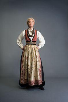 Eva Lie og hennes medarbeiderer skaper personlige plagg for privatkunder med fokus på det individuelle. Siden tidlig på nitti-tallet har Eva Lie vært sterkt opptatt av folkedrakter og bunader, og den skaperglede disse representerer. Den rike tradisjonsarven som finnes i disse plaggene har igjen gitt liv til vakre og kreative festdrakter og fantasidrakter. Alle Folk Costume, Costumes, Drawing Clothes, Ethnic Fashion, Folk Art, Scandinavian, Personal Style, Boho, Female