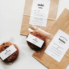お菓子やコーヒーのパッケージラベル Package label for sweets and coffee Brownie Packaging, Baking Packaging, Bread Packaging, Dessert Packaging, Food Packaging Design, Packaging Ideas, Cookies Branding, Bakery Branding, Logo Cookies