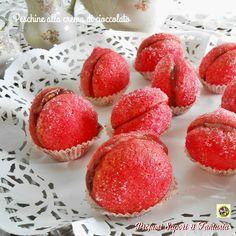 Peschine alla crema di cioccolato Strawberry, Peach, Candy, Fruit, Food, Essen, Strawberry Fruit, Peaches, Meals