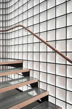 Pacific View Point by Luigi Rosselli Architects - Sydney Architecture Gallery Luz Natural, Natural Light, Glass Blocks Wall, Block Wall, Glass Walls, Glass Brick, Curved Glass, Interior Stairs, Interior Architecture
