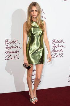 Cara Delevingne en Burberry Prorsum http://www.vogue.fr/mode/inspirations/diaporama/les-looks-du-mois-de-novembre-des-podiums-a-la-realite/10813/image/648950#cara-delevingne-en-burberry-prorsum-printemps-ete-2012-elue-model-of-the-year-aux-british-fashion-awards-2012