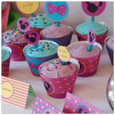 A little bowtique cupcakes Minnie Mouse cupcake par planeteprojets Minnie Mouse, Little Bow, Party Printables, Cupcakes, Bows, Birthday, Desserts, Etsy, Handmade Gifts