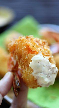 Coconut shrimp - BEST and easiest coconut shrimp recipe ever! Super crispy and budget friendly, make it today!! | rasamalaysia.com Beignets, Asian Recipes, Fish Recipes, Seafood Recipes, Healthy Recipes, Cooking Recipes, Tiger Shrimp, Minced Onion, Garlic Minced