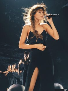 Image about selena gomez in revival tour by 🖤 Selena Gomez Concert, Estilo Selena Gomez, Selena Gomez Cute, Selena Gomez Outfits, Selena Gomez Pictures, Selena Gomez Style, Selena Gomez Tour, Selena Gomez Wallpaper, Selena And Taylor