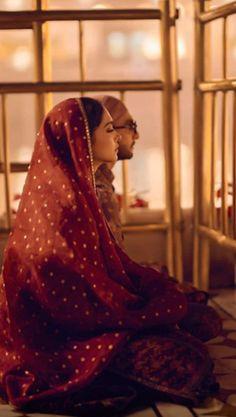 Bollywood's sweethearts Deepika Padukone and Ranveer Singh celebrated their first wedding anniversary yesterday. Deepika Ranveer, Deepika Padukone Style, Ranveer Singh, Shraddha Kapoor, Ranbir Kapoor, Priyanka Chopra, Deepika Singh, Shahrukh Khan, Bollywood Couples