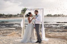 wedding arch for beach wedding Too cute to be true. Rectangular wedding arch and corner floral composition for the beach elopement.