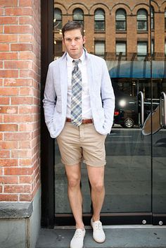 How to wear: grey cotton blazer, white dress shirt, tan shorts, white leather oxford shoes High Street Fashion, Prep Style, Men's Style, Style Blog, Classic Style, Preppy Mode, White Dress Shoes, Blazer And Shorts, Camel Shorts