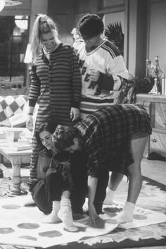 Lisa Kudrow as Phoebe Buffay, Matt LeBlanc as Joey Tribbiani, Courtney Cox as Monica Geller, & Jennifer Aniston as Rachel Green - F. Friends Tv Show, Tv: Friends, Friends 1994, Serie Friends, Friends Cast, Friends Moments, Friends Forever, My Friend, Friends Phoebe
