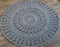 Gehaakt vloerkleed gemaakt door Poefenzo Crochet Mandala Pattern, Crochet Doilies, Crochet Patterns, Home Carpet, Rugs On Carpet, Crochet Crafts, Crochet Projects, Rope Basket, T Shirt Yarn