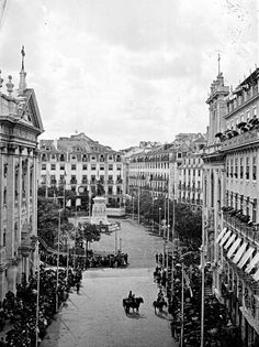 Praça Luís de Camões, Lisboa, Portugal, [1900] Old Pictures, Old Photos, Lisbon City, Places In Portugal, Iberian Peninsula, And So The Adventure Begins, Old City, Portuguese, Places To Travel