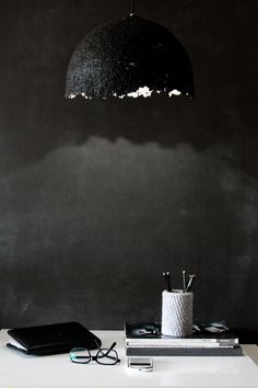 black wall and pendant | sobazrazgledom