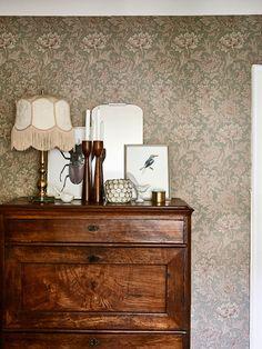 Att blanda stilar är inget som skrämmer Cajsa Berndtsdotter. Hennes våning i Göteborg är inredd med både modern finess och influenser från förr.