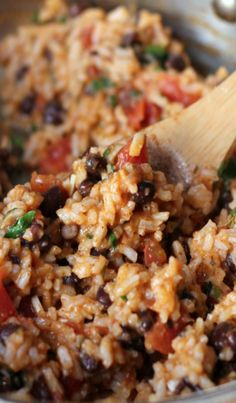 Mexican Tomato Rice and Beans - I would substitute pinto beans for the black bea. Mexican Tomato Rice and Beans – I would substitute pinto beans for the black beans and use green Mexican Dishes, Mexican Food Recipes, Vegetarian Recipes, Cooking Recipes, Healthy Recipes, Mexican Beans And Rice, Pinto Beans And Rice, Chili Beans And Rice Recipe, Salsa Rice Recipe