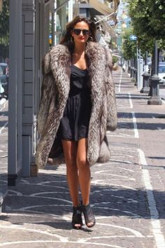 Fur Coat Outfit, Fur Coat Fashion, Fox Fur Jacket, Fox Fur Coat, Fur Coats, Fur Clothing, Fabulous Furs, Mannequin, Mantel