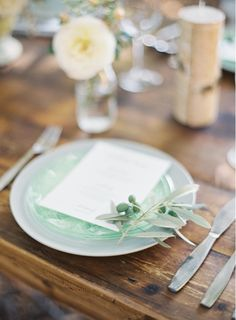 This elegant place setting is so pretty! From http://oncewed.com/64846/wedding-blog/outdoor-wedding-ideas-with-some-sparkle/  Photo Credit: http://jenhuangphoto.com/
