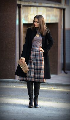 Image from https://cdn.lookastic.com/looks/coat-turtleneck-midi-skirt-knee-high-boots-clutch-original-6906.jpg.