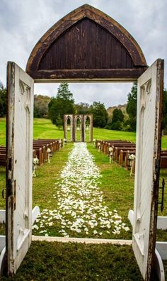 I love the archway, pews, backdrop and thick flowers through the aisle! Bringing a little bit of the inside outside is so beautiful! Plus I love that the pews bring a piece of the church into an outdoor ceremony!