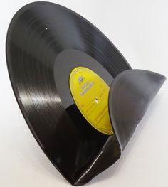 Wandregal,+Zeitungshalterung,+Aufbewahrung+Vinyl+von+VinylKunst+Aurum+-+Schallplatten+Upcycling+der+besonderen+ART+auf+DaWanda.com