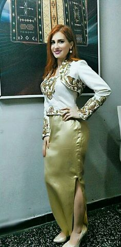 La très chic et superbe #KenzaMorsli portant un #Badroune     #TraditionalCostumeOfAlgeria  #jewelry #الملحفة_الشاوية + #الحلي_الجزائري التقليدي. 💖💖💖 💖💖💖 #الجزائر #مصر #فلسطين #سوريا #السعودية #الكويت #البحرين #قطر #العراق #عبايات #دراعات #فستان #فستان_سهرة #موضه  #Dress #TraditionalAlgerianDresses #AlgerianFashion #FashionDesign #Style #Mode #Algeria #Algerie #Kabyle #Kabylie #Amazigh #Arab #3arab #Arabe