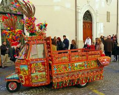 "Palermo - Italy - : decoration once used for the Sicilian cart has been applied to this "" Piaggio Ape "" ."