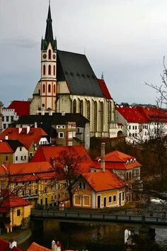 Český Krumlov, Czech Republic ^sometimes we forget the beauty to be found in eastern europe Places Around The World, Oh The Places You'll Go, Places To Travel, Beautiful Buildings, Beautiful Places, Saint Marin, Europe Centrale, Prague Czech Republic, Voyage Europe