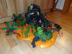 Anzeigenbild Wreaths, Halloween, Home Decor, Playmobil, Pictures, Homemade Home Decor, Door Wreaths, Deco Mesh Wreaths, Garlands