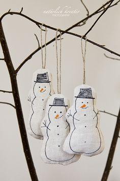 Really like this idea - nice way to keep kids drawings and make a nostalgic homemade Christmas ornament at the same time. Christmas Sewing, Christmas Mood, Christmas Crafts For Kids, Homemade Christmas, Christmas Projects, Holiday Crafts, Handmade Ornaments, Holiday Ornaments, Christmas Decorations