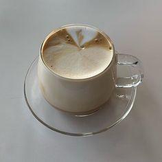 Aesthetic Coffee, Brown Aesthetic, Aesthetic Food, Aesthetic Images, Aesthetic Girl, Cafe Food, Coffee Break, Coffee Shot, Morning Coffee