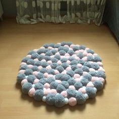 Diy Crafts To Sell, Home Crafts, Diy Wall Decor, Diy Home Decor, Pom Pom Rug, Pom Pom Crafts, Merino Wool Blanket, Handicraft, Kids Rugs
