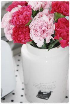 Flowers About Me Blog, Vase, Flowers, Home Decor, Homemade Home Decor, Flower Vases, Jars, Royal Icing Flowers, Flower