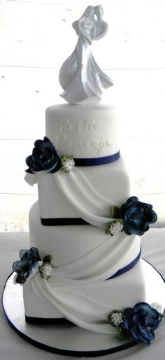 Navy blue and white wedding cake ~~ so classy looking and simple