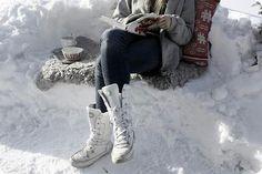 Winter atmosphere...  foto web #winter #book #scandinavianstyle #snow #nordiclifestyle #romanticwinter
